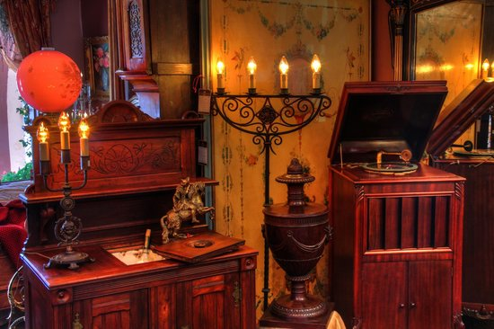 Solvang Antiques: Decor