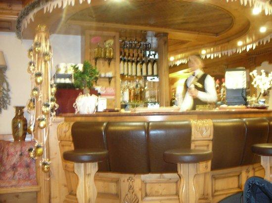 Alpen Hotel Vidi: Our fave barman Gianluca