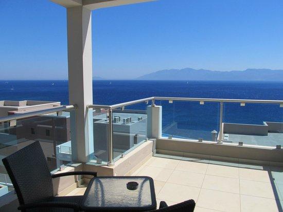 Michelangelo Resort and Spa : Вид с балкона номера на Эгейское море