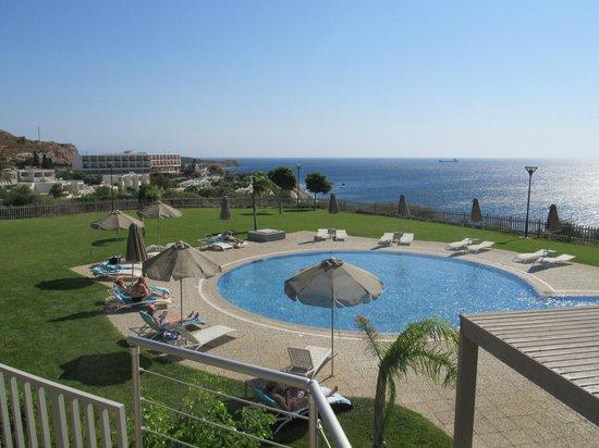 Michelangelo Resort and Spa : Лужайка у бассейна