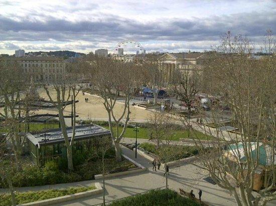 Novotel Atria Nimes Centre: place de l'Esplanade (vue de la chambre)