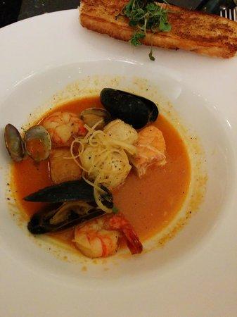 900 West: BC Seafood Pot