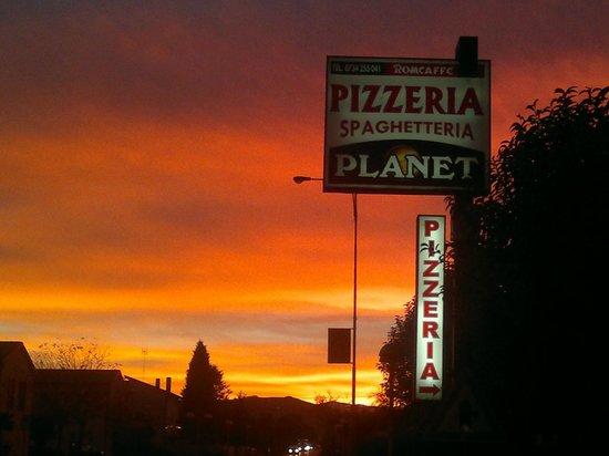 Pizzeria Spaghetteria Planet: planet