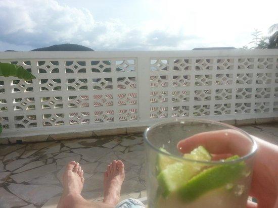 Gîtes Mangoplaya : Terrasse mit Ausblick