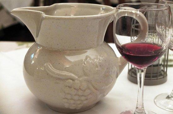 Trattoria Due Piccioni : Vino rosso locale