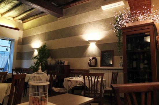 Trattoria Due Piccioni : Due Piccioni dining room