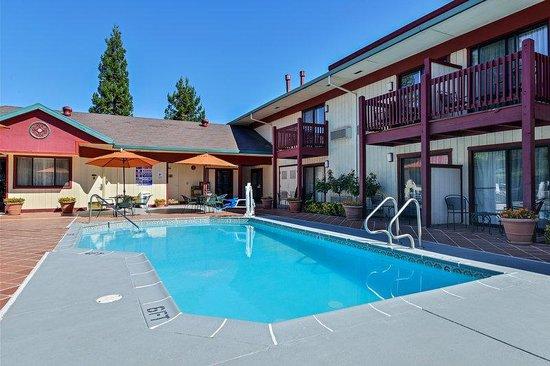 Best Western Plus Placerville Inn: Pool