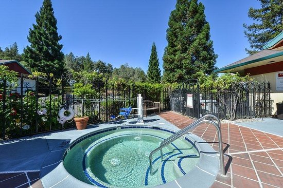 Best Western Plus Placerville Inn: Hot Tub
