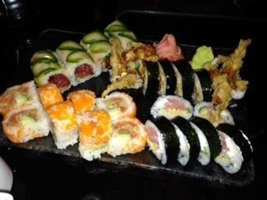 Kimonos: sushi rolls