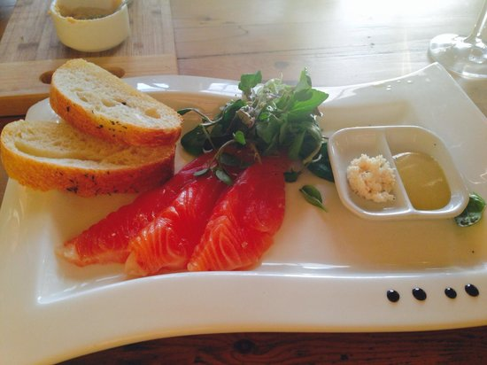 Capelands Restaurant Mangiare: Starter: smoked salmon