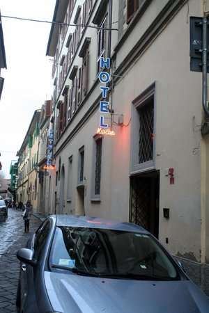 Hostel Archi Rossi: Street view