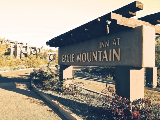 Inn at Eagle Mountain: Entrance sign