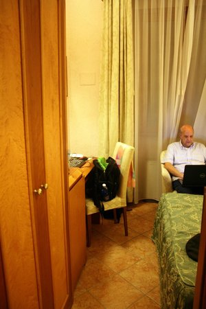Hostel Archi Rossi : Tight quarters