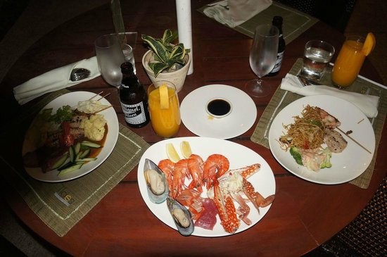 Shangri-La's Mactan Resort & Spa: Всего не съесть