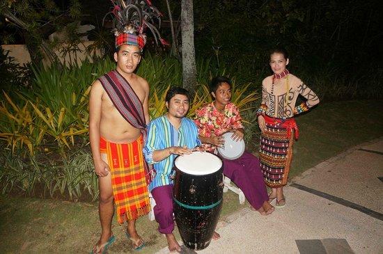 Shangri-La's Mactan Resort & Spa: Средь нас был юный барабанщик