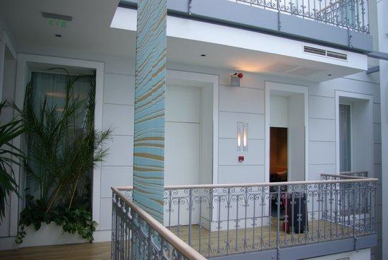 Atrium Fashion Hotel : couloir