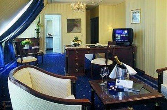 Hotel Ambassador: Business Class
