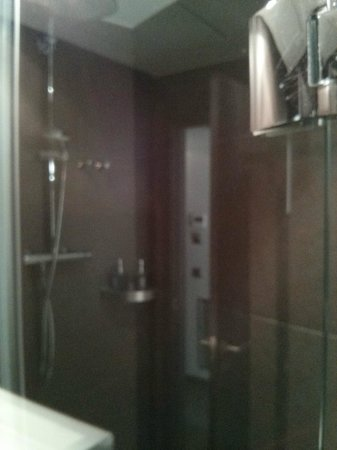 Hotel Constanza Barcelona: Modern Bathroom with