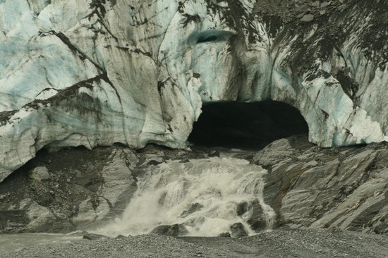 Glacier Valley Eco Tours: Water issuing from glacier