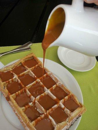 L'Auberge : Wafle com recheio de doce de leite