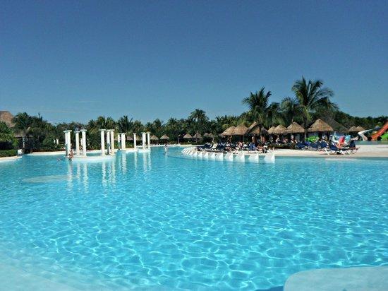 Grand Palladium Kantenah Resort & Spa : main pool