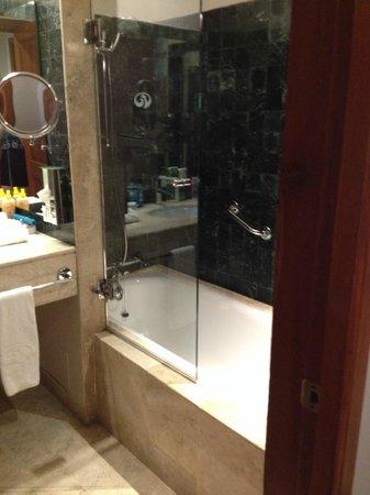 Grand Palladium Kantenah Resort & Spa : bathroom
