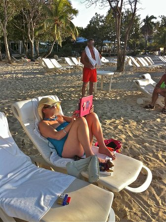 Couples Negril : Lovely wide and clean beach