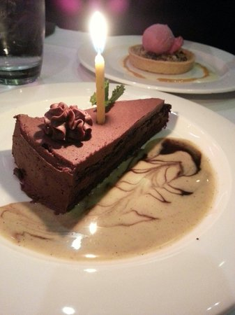 Hemenway's Seafood Grill & Oyster Bar: Amazing chocolate cake!!
