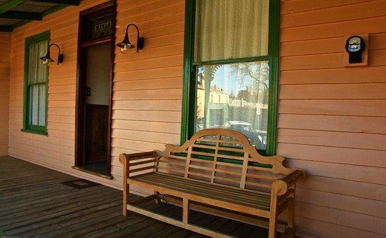 Marlo Cottage: Front Verandah