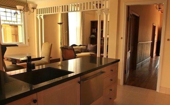 Marlo Cottage: Kitchen & Dining
