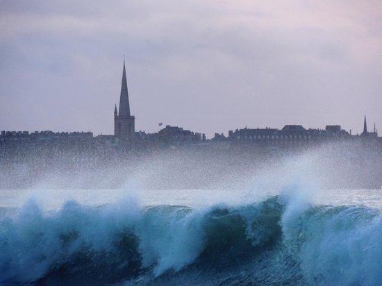 Mercure Saint Malo Front de Mer : Maréee montante sue Saint-Malo