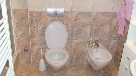 Villa Magdalena: bathroom