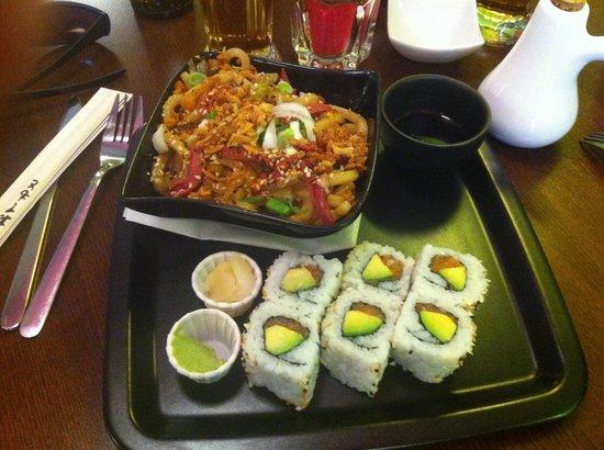 Wasab'Art Sushi: Udon au magret et Roll's saumon avocat