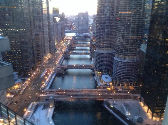River Hotel : View of the Chicago River from our room