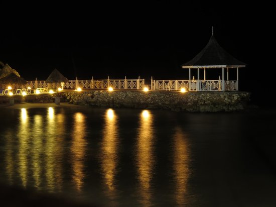 Royal Decameron Club Caribbean : from the restaurat at night