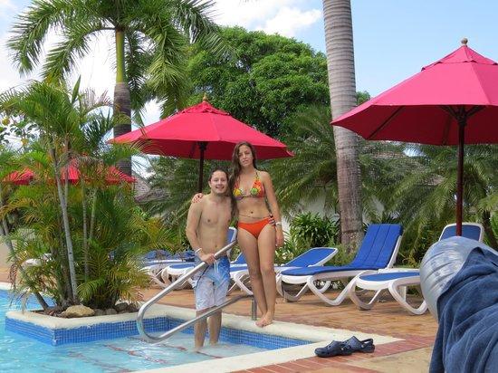 Royal Decameron Club Caribbean: my daughter Beatriz in the adult swiming pool