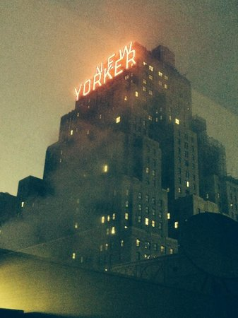 Fairfield Inn & Suites New York Midtown Manhattan/Penn Station: View from our room on the 10th floor on a foggy night.