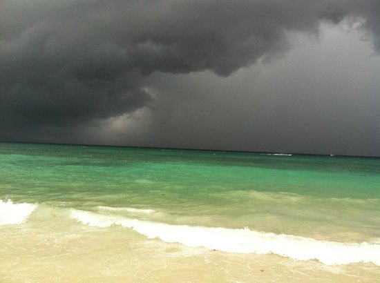 Mahekal Beach Resort: Watching a rain event coming in!