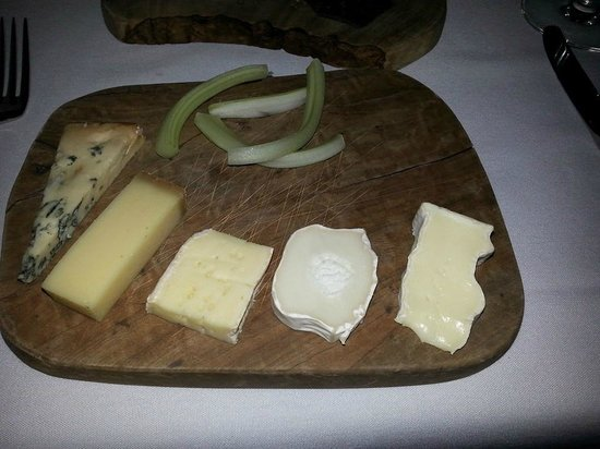 Edmunds : Selection of finest British & French Artisan cheeses