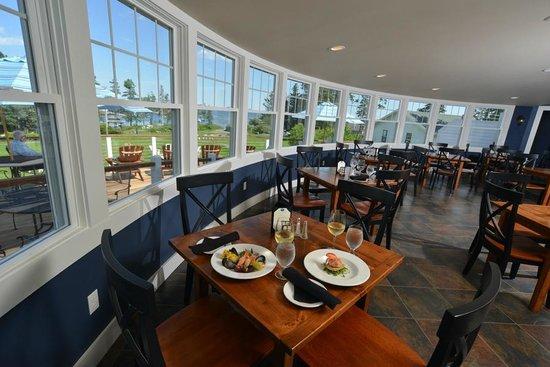 فندق نيوجن مطل على البحر: Restaurant and Pub