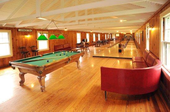Newagen Seaside Inn : Pine Room: Vintage Game Room