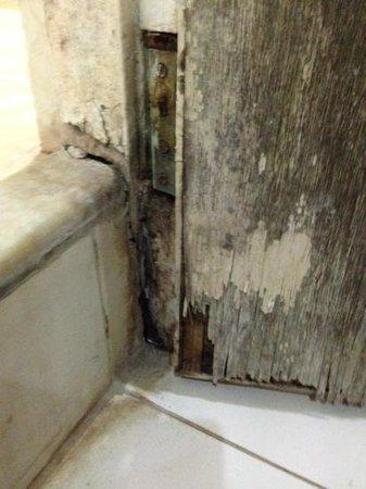 Hotel Solmar: porta del bagno