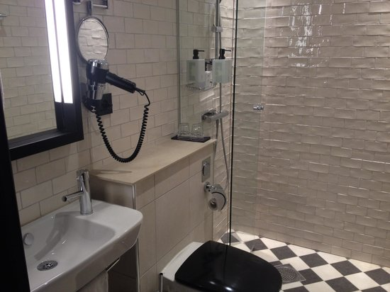 Grand Central by Scandic: Superior bathroom