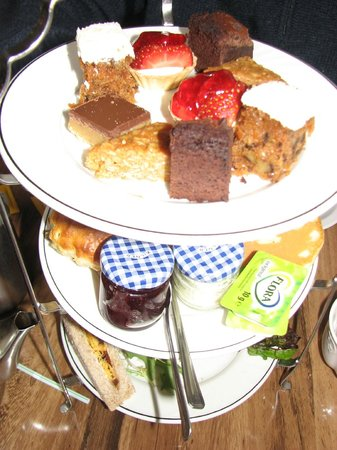 The Royal Hotel : afternoon tea