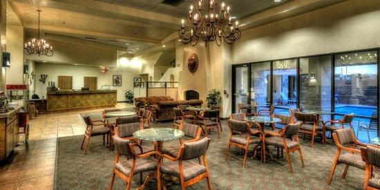 Gateway Studio Suites: Lobby/Lounge Area
