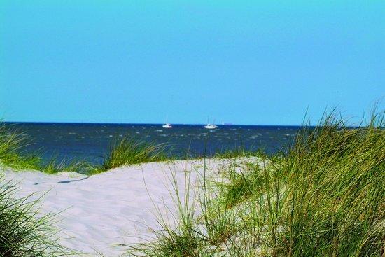 Strandkorb am schilliger sandstrand bild von upstalsboom for Designhotel am strand