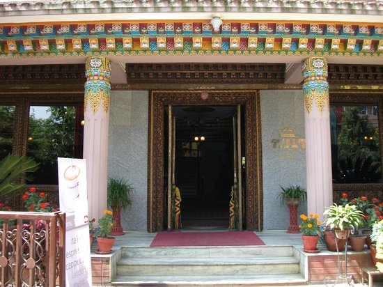 Hotel Tibet: Front Entrance