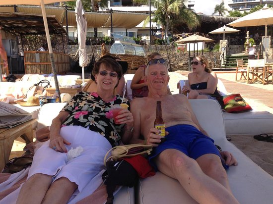 Baja Cantina Beach Club : Wife, beer and beach, all served up by Felix the cat, Thank's