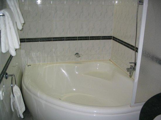 Amberton Klaipeda : Bathroom