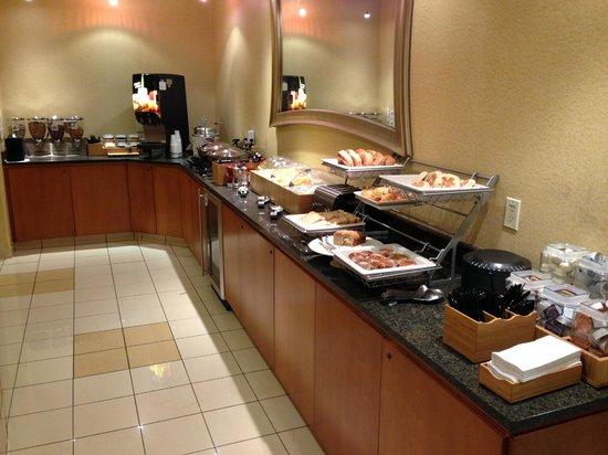 SpringHill Suites Detroit Southfield: Breakfast spread!